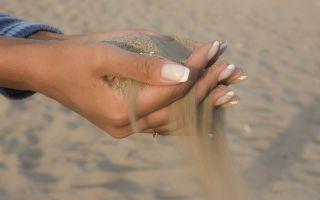 К чему снится песок во сне: расшифровка по сонникам