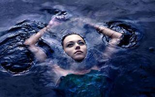 К чему снится плавать во сне: версии сонников