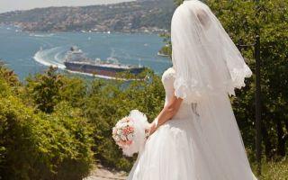 К чему снится свадебное платье во сне — трактовка по сонникам