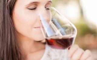 К чему снится пить вино во сне: толкование в сонниках