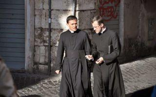 К чему снится священник во сне: значение в сонниках