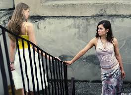 Встреча двух девушек