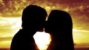 Красивый поцелуй