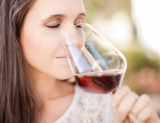 K chemu snitsya pitj vino